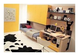 Письменный стол в детской комнате
